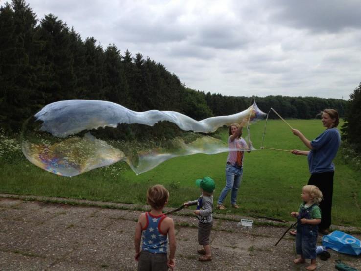 superbellen, reuze bellenblaas, enorme zeepbellen