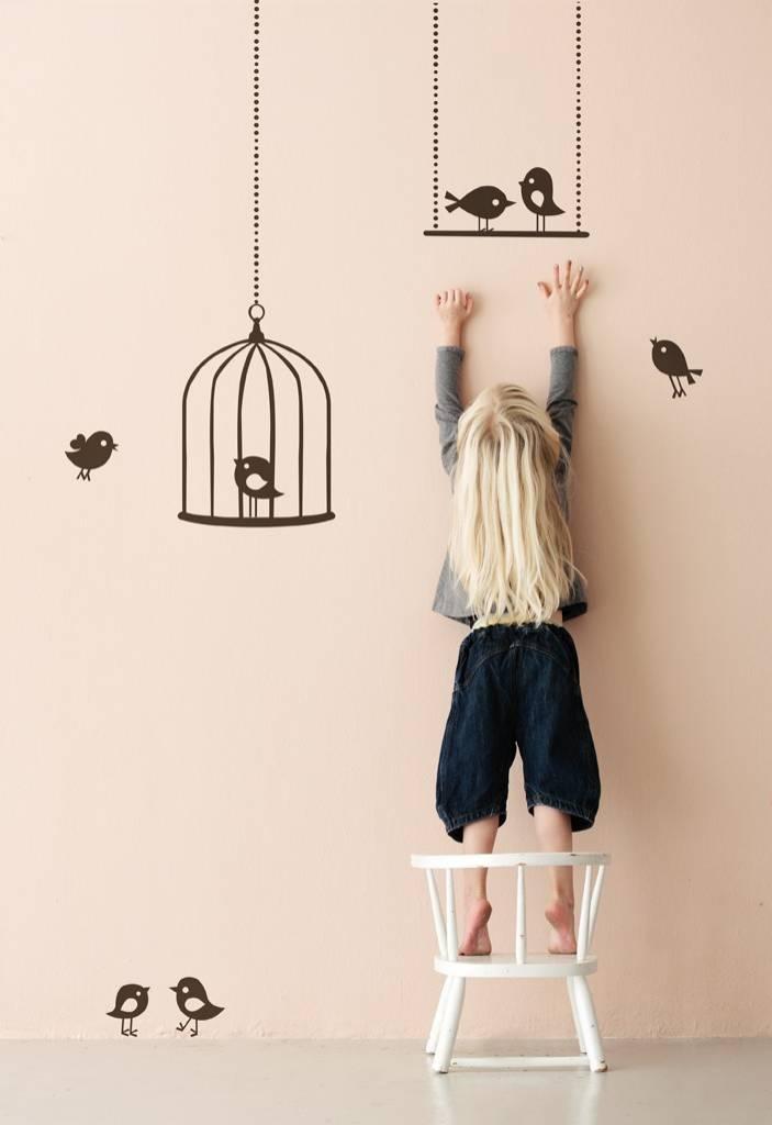 ferm-living-muursticker-tweeting-birds-bruin-vinyl