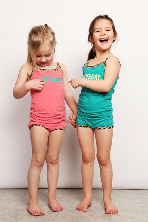 Meisjes ondergoed online bestellen. Elk meisje wil fijn ondergoed waar ze heerlijk in kan bewegen, maar het moet natuurlijk ook mooi zijn. Modern meisjes ondergoed in felle kleuren.