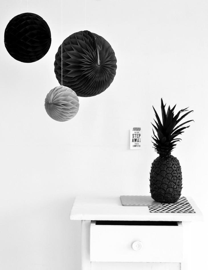 zwart-wit-meisjeskamer-ballen