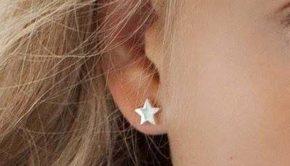 eerste oorbellen, gaatjes schieten in oren, oorbelletjes meisje