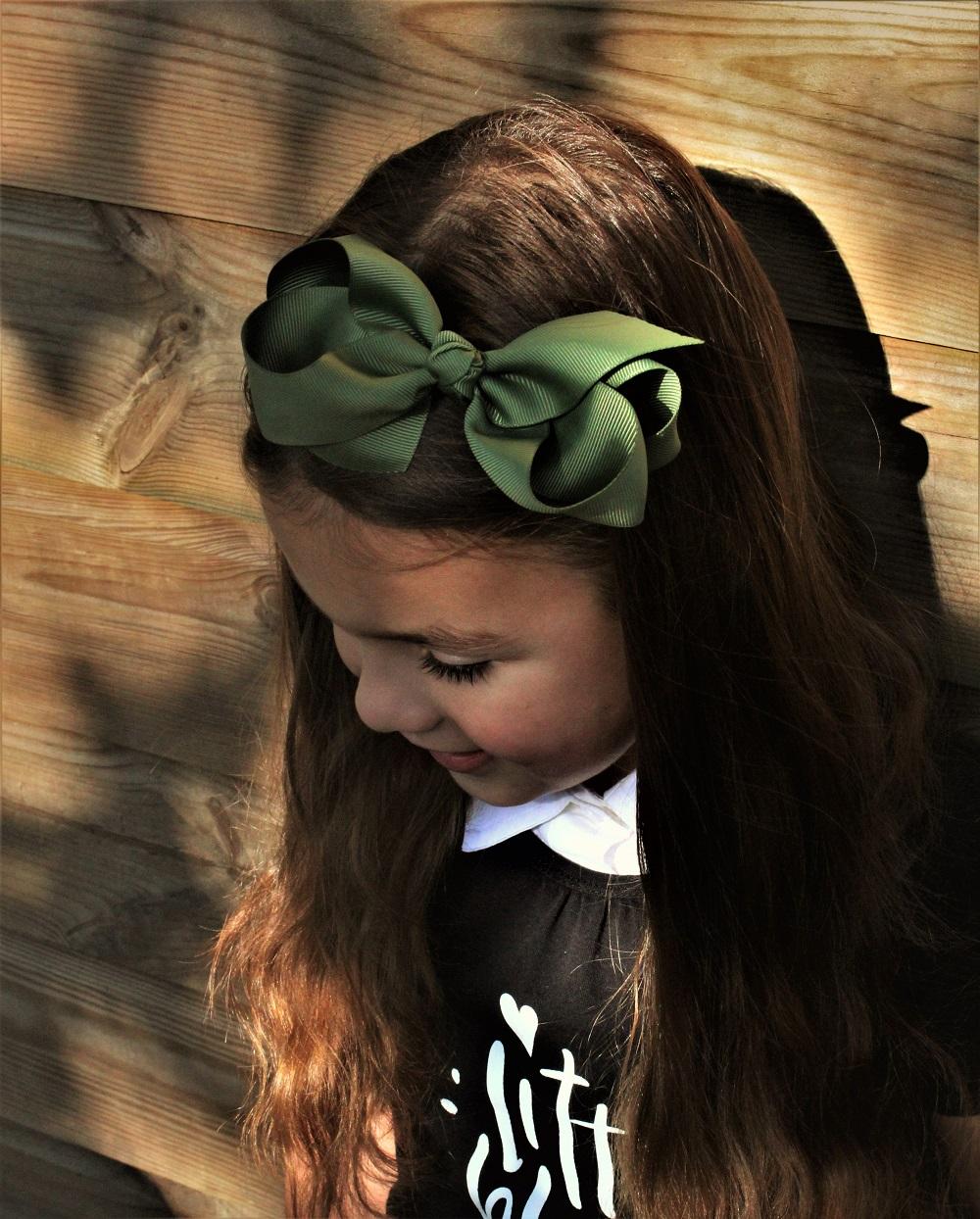 staartjes en strikjes, meisjesknipjes, meisjes haaraccessoires, meisjes haarspeld, meisjes haarband, haarband met strik
