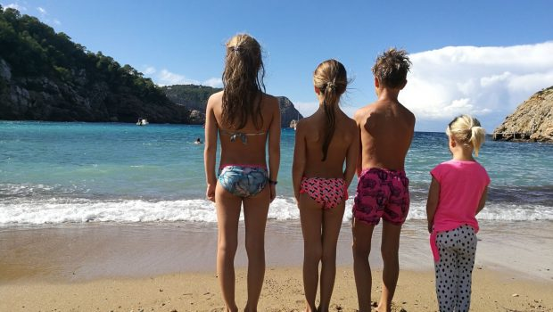 met vier kinderen op vakantie, vakantie naar Ibiza, kinderen vakantie Ibiza, reisblogs, vakantieblog