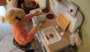 kinderkeukentje, Kinder keuken bandits Angels, houten speelkeuken, cadeau meisje 2 jaar