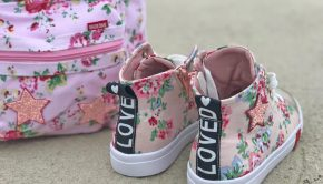 canvassneakers met bloemenprints