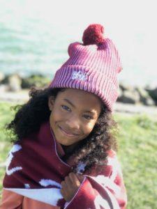 the harbour kids review, the harbour kids, pink hoodie, oranje sweater, capuchon, muts, meisje met krullen