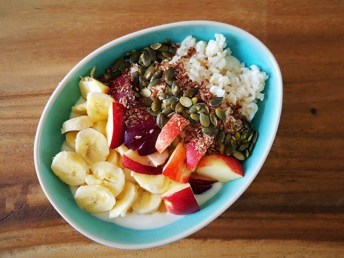 snel gezond ontbijt, teff, fruit ontbijt, snelle gezonde ontbijtjes, gezonde leefstijl, muesli, cereal, cornflakes, ontbijt