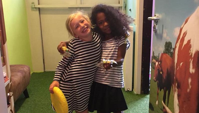 kinderboekenweek thema vriendschap, kinderboekenweek thema, kinderboekenweek 2018, kinderboekenweek, bff, best friends forever, gestreepte shirts, vriendschap, vriendinnen