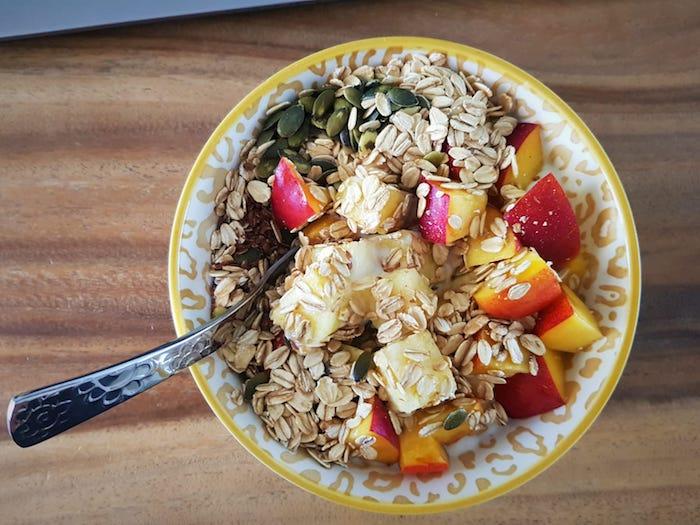 muesli ontbijt, muesli, fruit ontbijt, snelle gezonde ontbijtjes, gezonde leefstijl, muesli, cereal, cornflakes, ontbijt