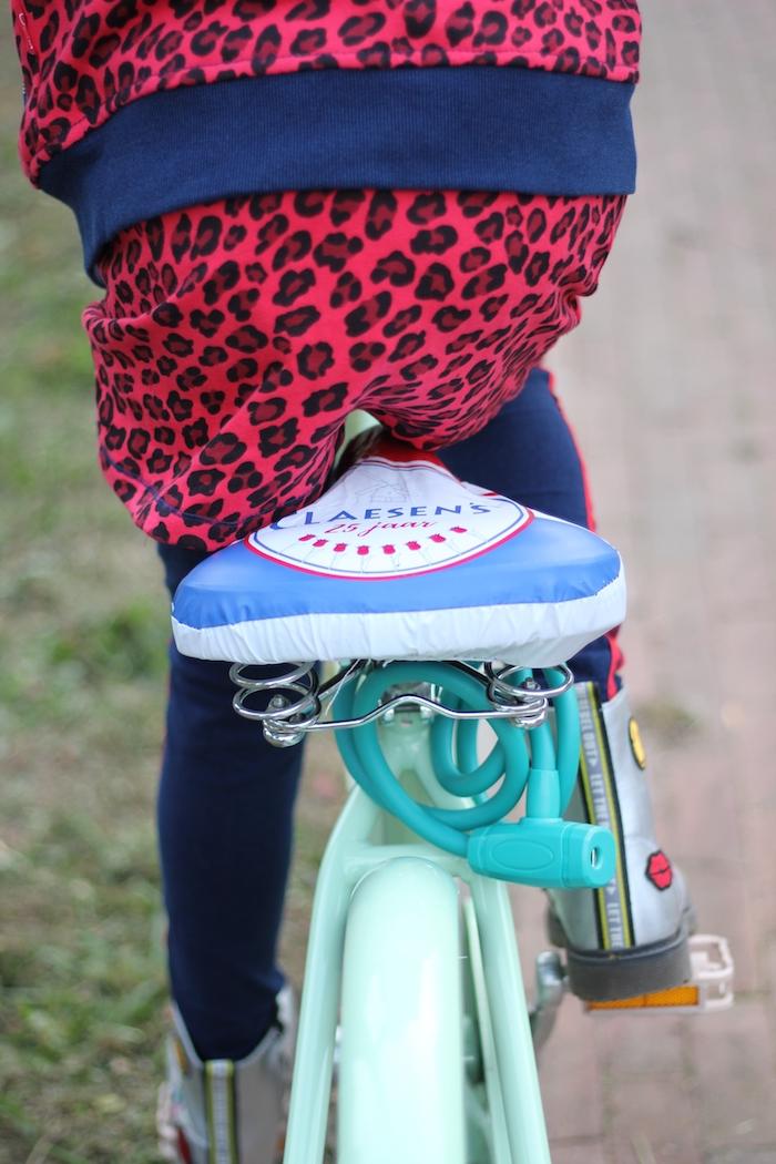 rode luipaardprint, rode rok, zilveren booties