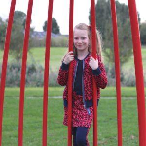 claesens outfit, claesens,  rode luipaardprint, rode rok, zilveren booties