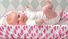 mama blunder, mamablog, Wolkjes-aankleedkussen-roze-gras-onder-je-voeten