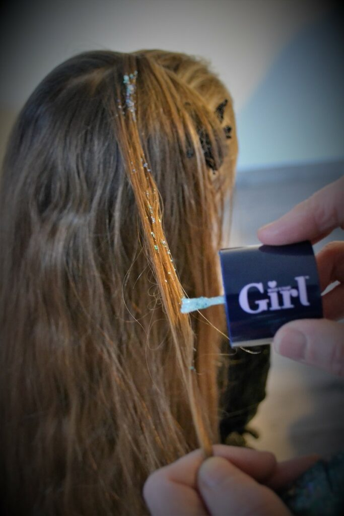 glitter voor in je haren, who's that girl, feestkapsel, meisjeskapsel, glitters