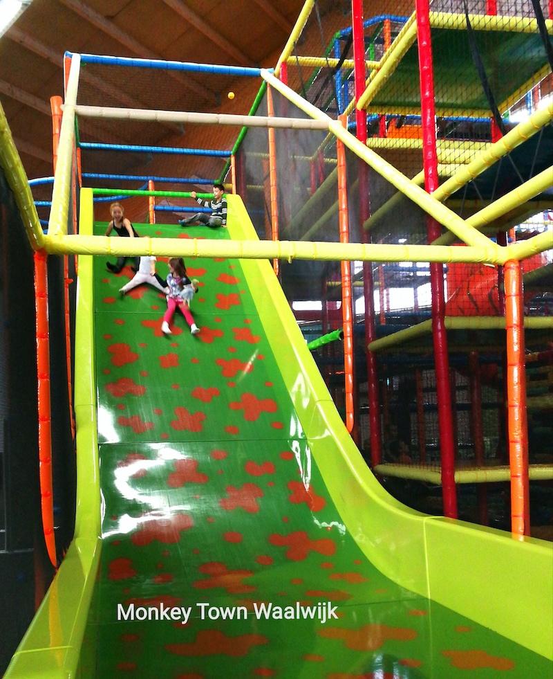 binnenspeeltuin, monkey town, monkey town waalwijk, indoor speeltuin, indoor spelen