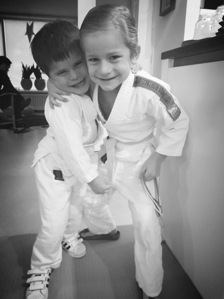 kinder judo, kinderen en sporten, kinderen spelen