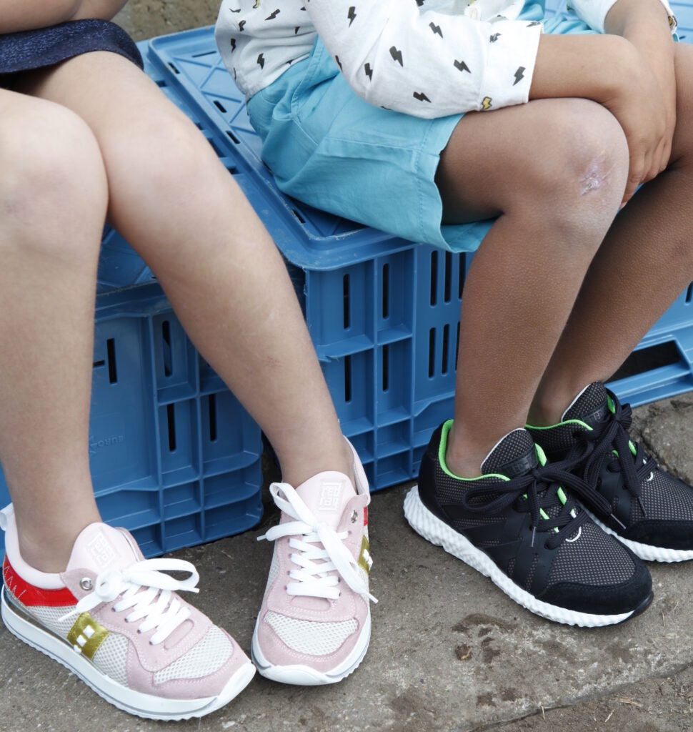 red rag sneakers, meisjesschoenen winnen