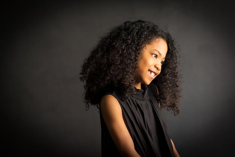 fotoshoot winnen, kindermodel, kinderfotografie, portretfotografie, portretshoot, zwart wit fotoshoot