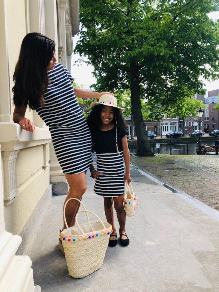 moder dochter jurk, skurq, twinning tassen, rieten hoed, twinning jurkjes, moeder dochter mode