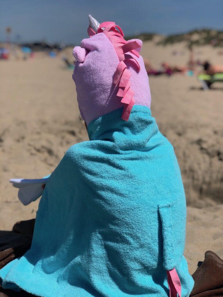 kleine giraf, badcape voor meisjes, unicorn badcape