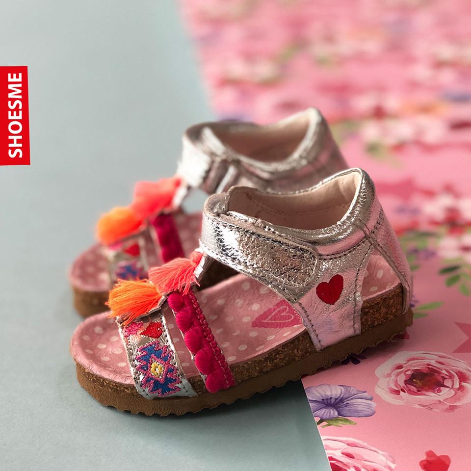 kleurrijke sandaal, meisjessandaal, sandaal met goed voetbed, geode kindersandalen