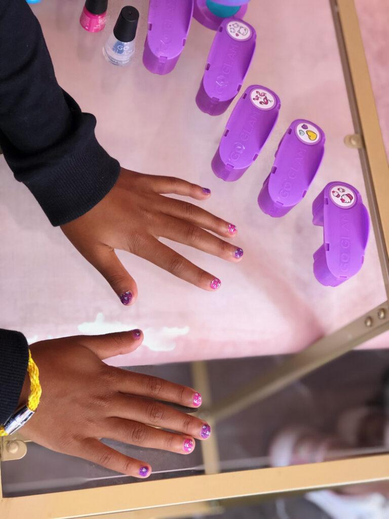 nagelstudio voor kinderen, meisjes nagelstudio, kindvriendelijke nagellak, kinder nagelsalon, go glam nail studio