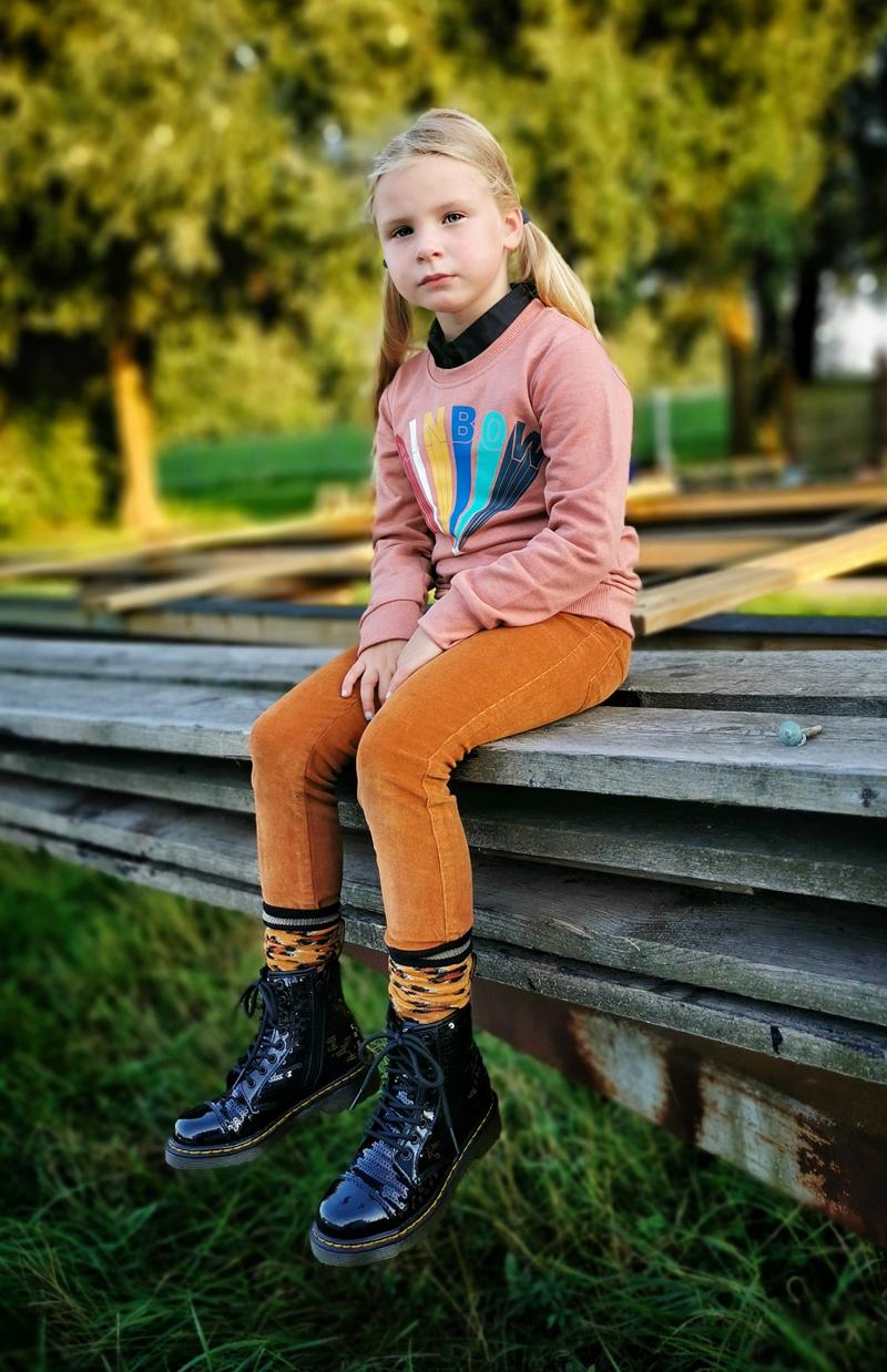 retro stijl meisjeskleding, retrostijl kinderkleding, corduroy broek meisje