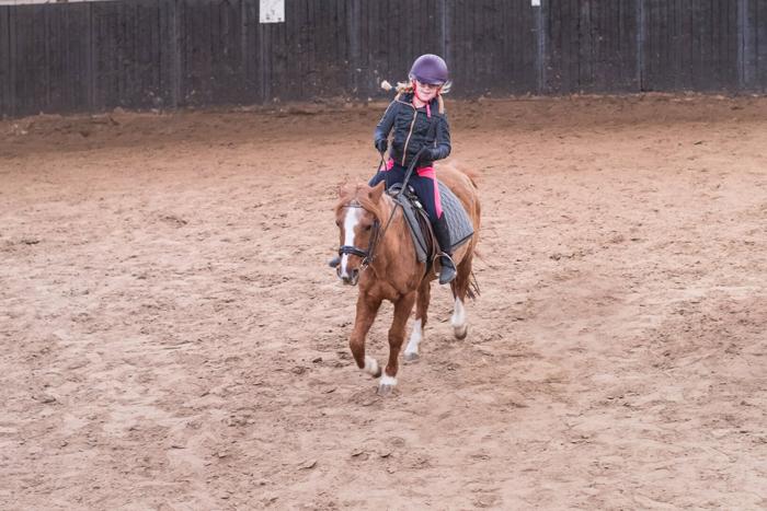 paardrijden, paardrijden kind, paardrijden dochter, hobby, hobby paardrijden