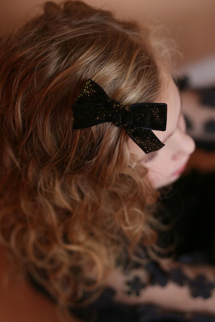 bymev bowtique, haarknipjes, haarbandjes en diademen, velvet knipje, velvet haarstrik