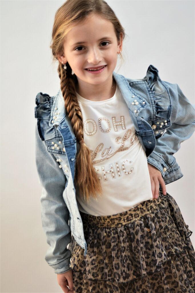 le chic kleding, meisjeskleding, girlslabel, outfit of the day meisjes, get the look meisjes, spijkerjasje met ruffles, lechic