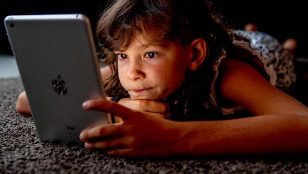 zomerdekbed, Slechter slapen door blauw licht, blauw licht van schermen is slecht voor kinderen, blauw licht