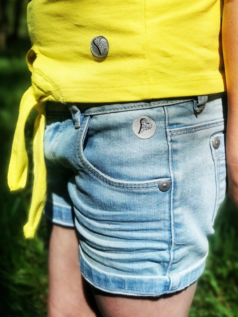 denim short meisje, korte broek meisje, geel tshirt meisje, gele zomerkleding meisje, moodstreet, moodstreet kleding