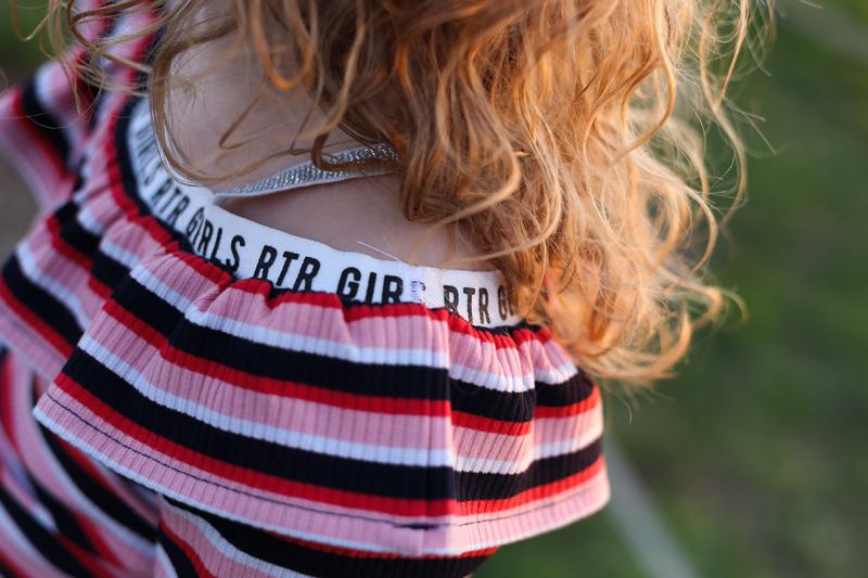 off schoulder top, hippe meisjesmode, hippe meisjeskleding, hip meisjes shirt
