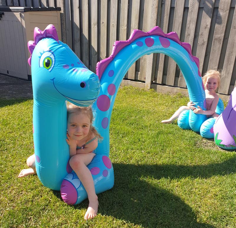 vakantie in achtertuin, buitenspeelgoed ,waterspeelgoed