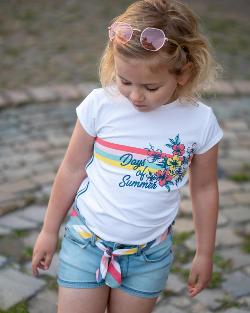 QUAPI WINACTIE  Wij laten jullie een aantal leuke outfits zien van de 2 meest recente leveringen van Quapi Kidswear die in april zijn gelanceerd. De verschillende items binnen de leveringen zijn onderling te combineren, zodat je met een aantal kledingstukken verschillende combinaties kunt maken. Daarnaast mogen wij ook nog één van de populairste items uit deze zomercollectie weggeven. Het jeans shortje 'Avanti'. , meisjes short, wit tshirt meisje