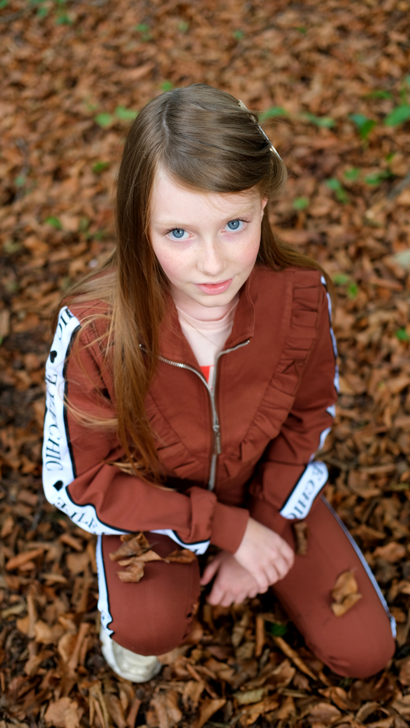 elle chic, tienerkleding, trainingspak meisje, girlslabel, tienermeisje, teengirl, teenfashion, bruine meisjeskleding