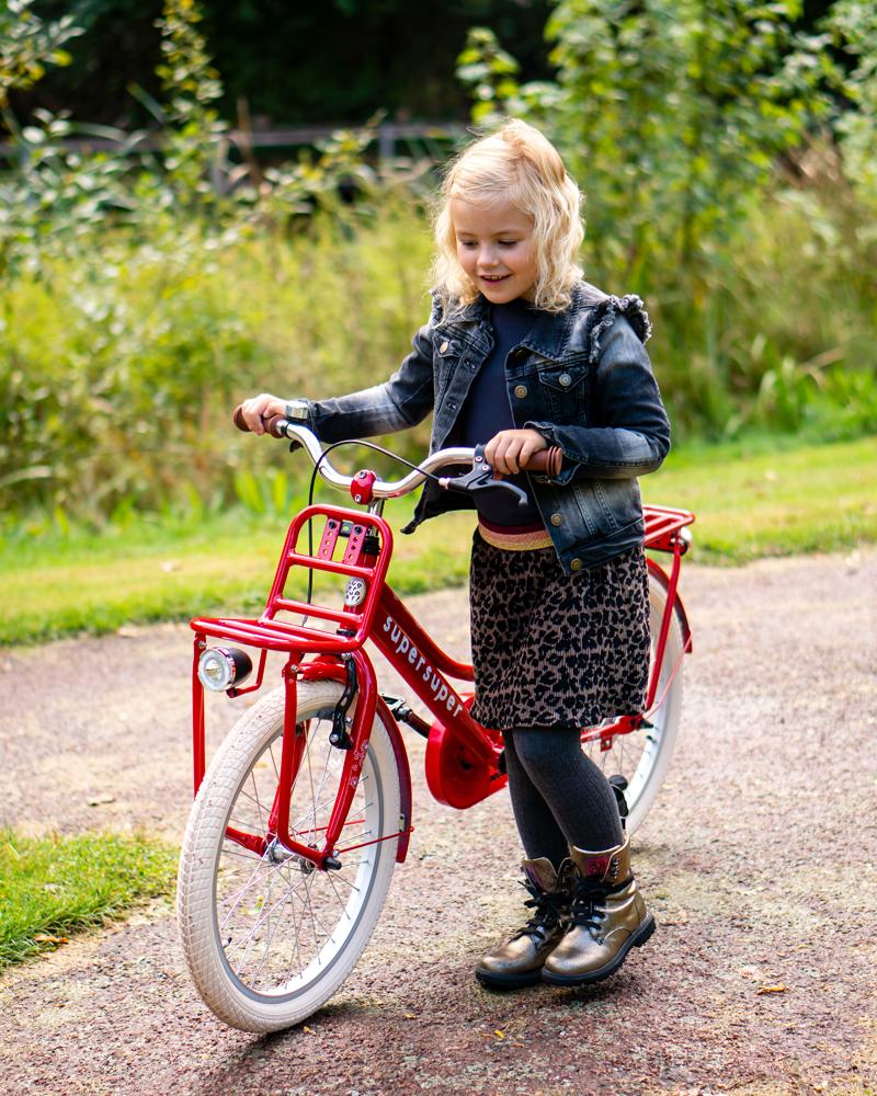 rode kinderfiets met voordrager, cooper fiets