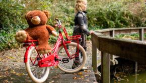 supersuper fiets, meisjesdingen, meisjescadeau, leren fietsen, rode meisjesfiets