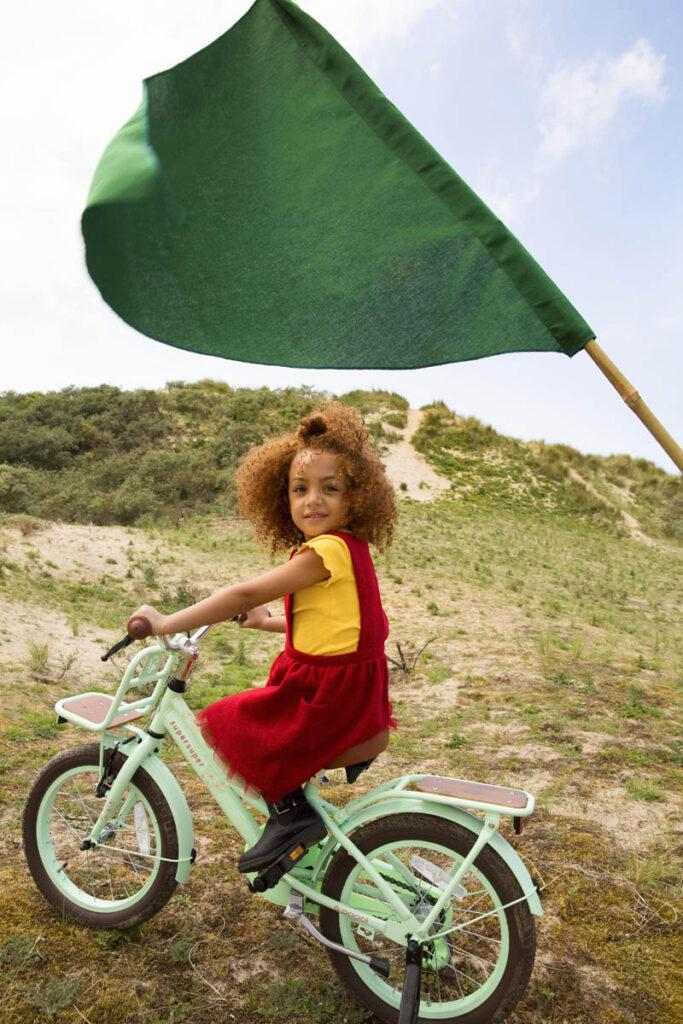 Veilige kinderfietsen  Daarnaast staat veiligheid boven alles.Een fiets is pas Supersuper als hij sterk en veilig is én helemaal past bij de leeftijd van het kind. Dat betekent dat de kleinste fietsen standaard met zijwieltjes worden geleverd, en vanaf 20 inch zijn alle fietsen voorzien van ledverlichting.  #Supersuper is:  • Fietsen voor jongens en meiden van 3 t/m 8 jaar • Véél modellen, leuke kleuren • Lekkerbetaalbaar • Op de site of in de winkel