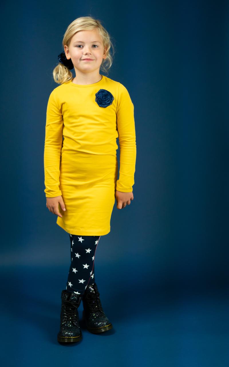 sterren legging, bobbi ravioli review, jurkje met drukkers, bobbi ravioli jurkje luna, kinderjurkjes,  meisjesjurkjes, bobbi ravioli, geel jurkje meisje
