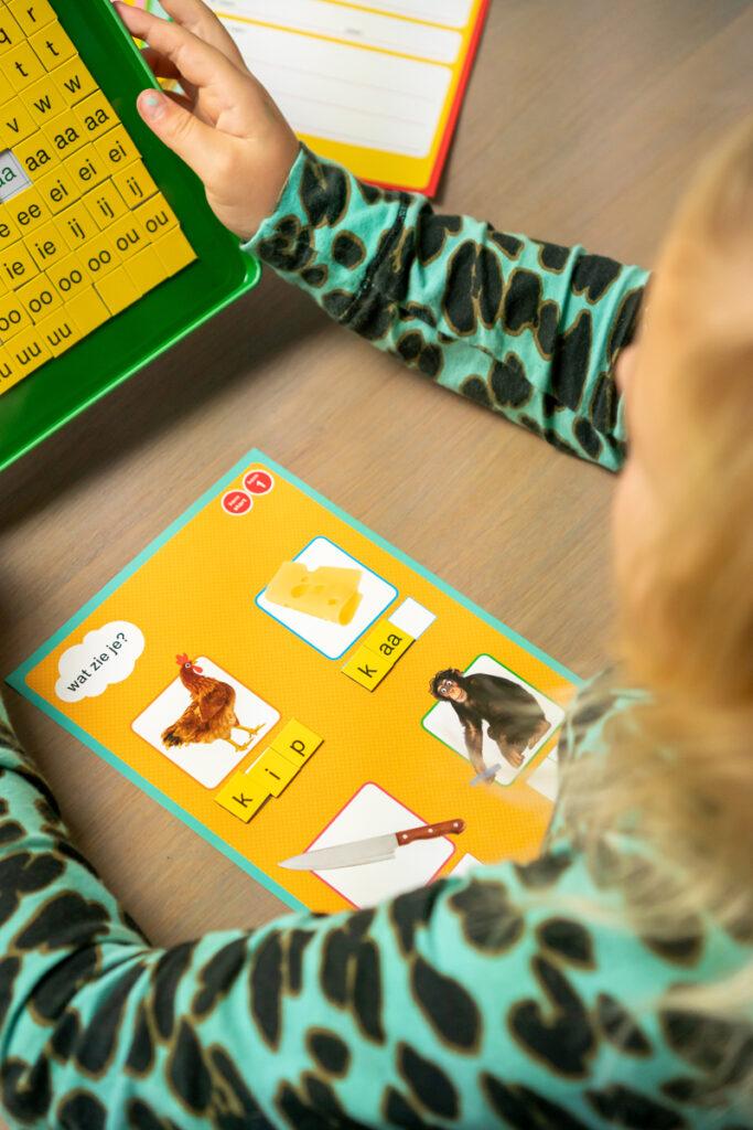 letterdoos, letterdoos zwijsen, magnetische letterdoos, thuisonderwijs, thuis leren, letters leren, groep 3
