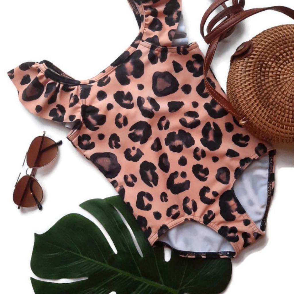 Meisjesbadpak, badpak meisje, badpak meisje panterprint, hip badpak meisje. leopard print, badpak met luipaardprint, kinderbadpak met animal print, kinderbadpak met roesels