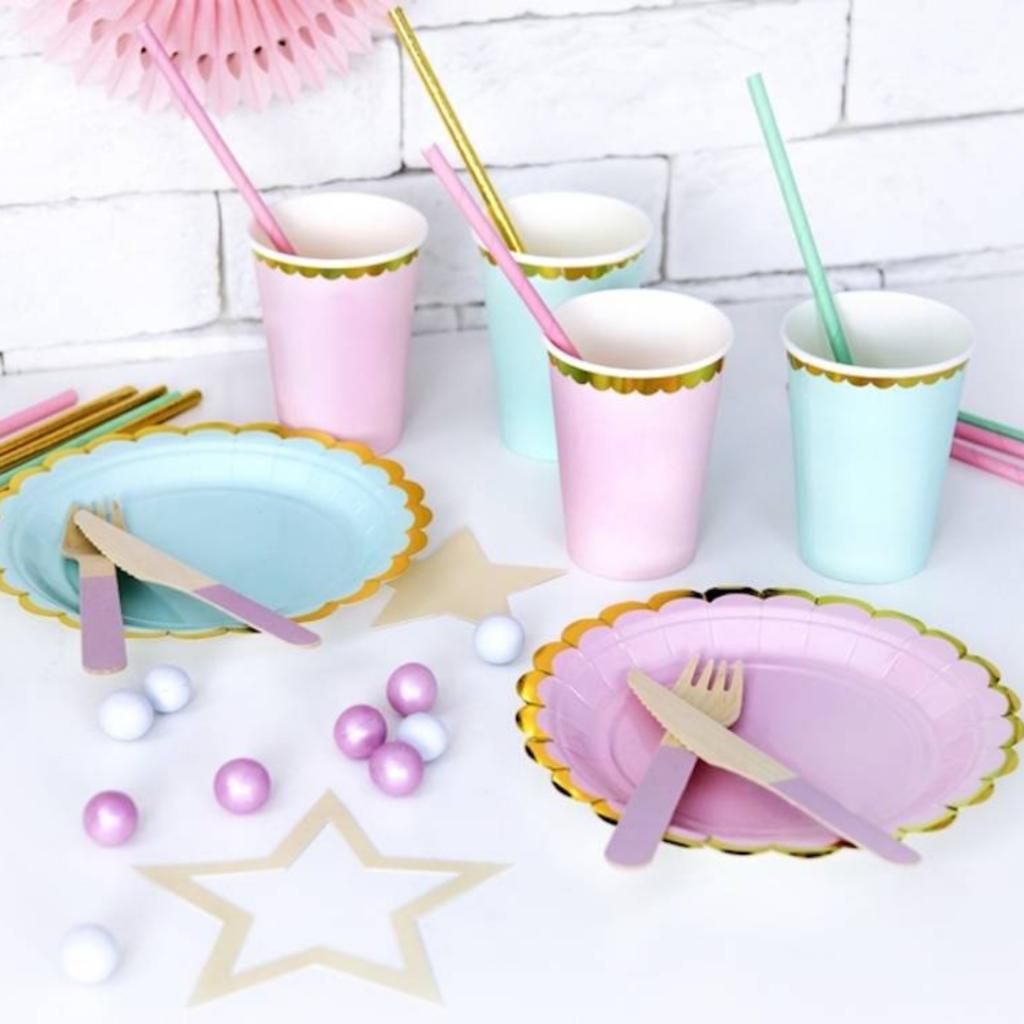 meidenfeest, kinderfeestje, meisjesfeestje, verjaardagsfeest meisje 6 jaar 7 jaar  en 8 jaar, hieppp, unicorn verjaardag, feestbordjes, pastel kleurige borden, pastel bekers, pastel versiering