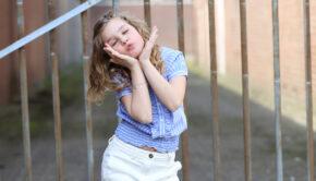 meisjes culotte, culotte jeans, culotte retour jeans, retour jeans 2021, girlslabel, meisjesmodeblog, girlsfashion, Retour Jeans zomer 2021, meisjes culotte, witte meisjes broek, witte meisjes jeans, witte jeans meisje, blauw blousje meisje