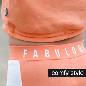 comfy meisjeskleding, tracksuit meisjes, sportieve meisjeskleding, comfy wear, meisjes hoodie, joggingpak meisje