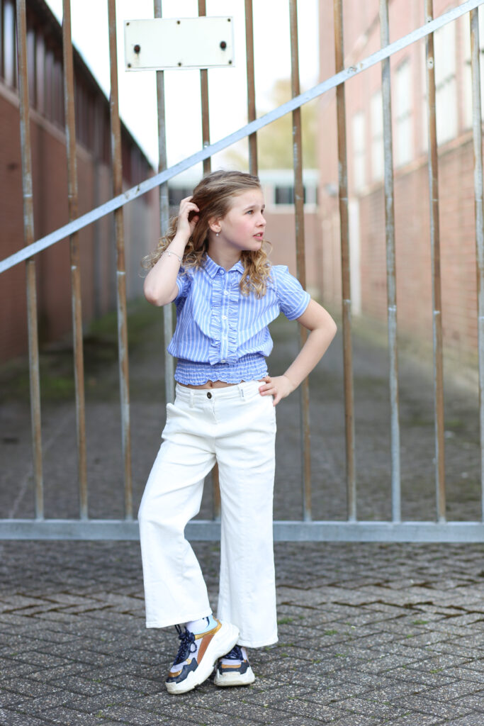 gestreept blouse, meisjes blouse, blauw bloesje pofmouwen, meisjes culotte, culotte jeans, culotte retour jeans, retour jeans 2021, girlslabel, meisjesmodeblog, girlsfashion