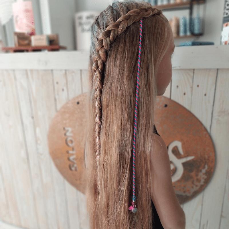 haren vlechten voorbeelden, haren invlechten voorbeelden, meisjeskapsels, haren vlechten bij kind
