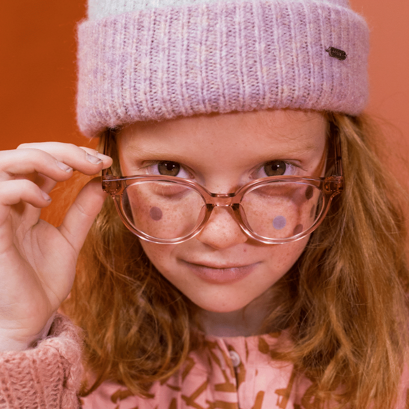kinderbrillen, kinderbrillen online bestellen, junior & junior, junior brillen, kinderbril, leuke bril voor meisje, meisjesbrillen