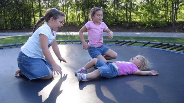 trucjes op de trampoline, buitenspeelgoed